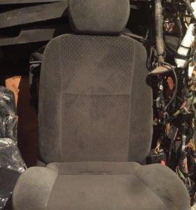 Пасажирское велюровое сиденье форд фокус 1