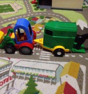 Трактор с прицепом и лошадью