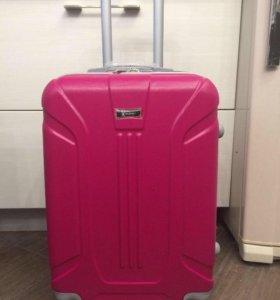 Ударостойкие чемоданы