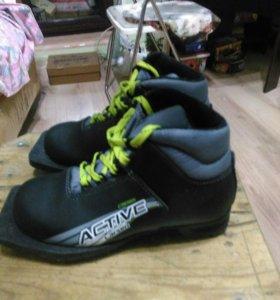 Лыжи+ ботинки(33 размер).