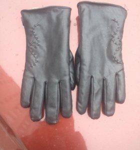 Кожаные перчатки с мехом р9