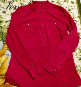 Рубашка из шифона кораллового цвета.