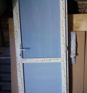 Новая пластиковая дверь  без стекла