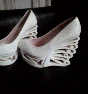Эксклюзивные туфли. 39-40 размер