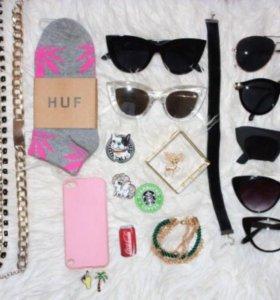 Очки, значки, бижутерия, браслеты