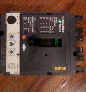 Трехполюсной автоматический выключатель Compact NS