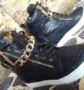 Новые ботинки всех размеров