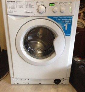 Новая стиральная машина индезит .
