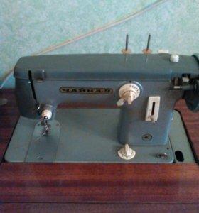 Швейная машина с тумбой
