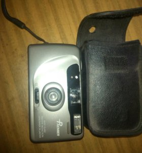 Фотоаппарат пленочный от двух батареек.