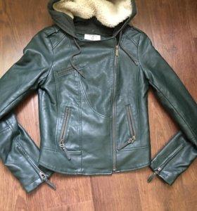 Куртка косуха экокожа Pull and Bear р.42