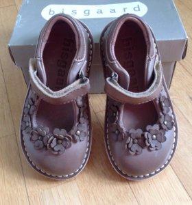 Туфли для девочки Bisgaard р.23 новые
