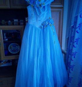 Выпускное платье с кольцами