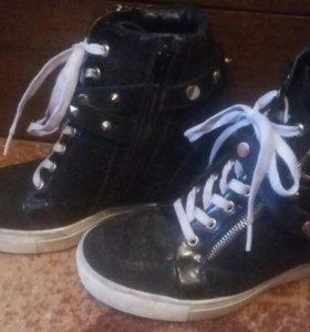 Кросовки на подошве