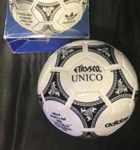 Футбольный мяч Адидас