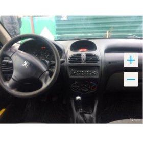 Машина Peugeot 206