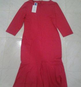 Платье новое продам
