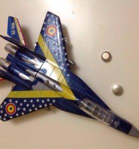 Игрушка самолёт