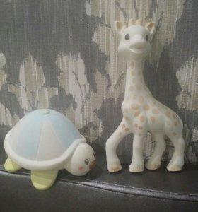 Жирафик софи и черепашка