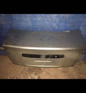 Крышка багажника на Хендай акцент Hyundai Accent