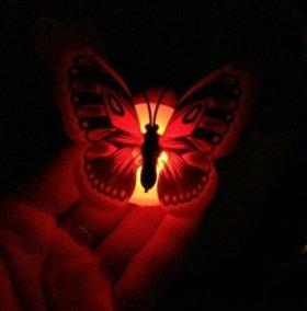 Бабочка светящиеся