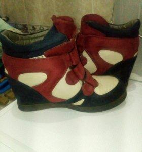 Обувь женская. (Сникерсы)