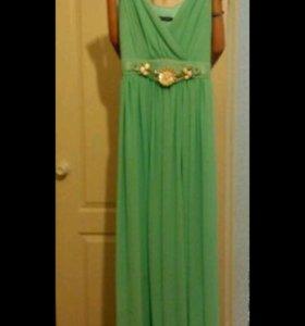 Красивое платье в пол,состояние отличное.