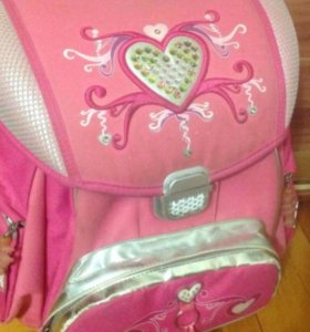 Продаётся школьный ранец для девочки!