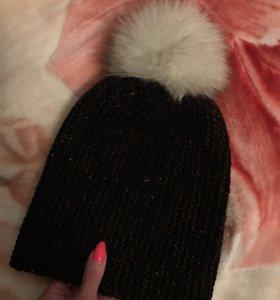Женская шапка с помпоном-песец