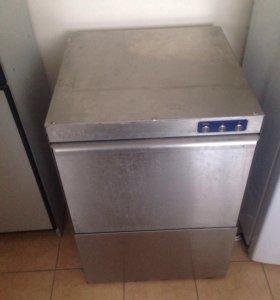 Промышленная посудомоечная машина
