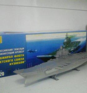 Собранная модель авианосца.