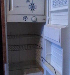 рабочий холодильник.