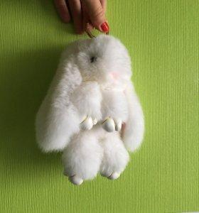 Брелок кролик из меха