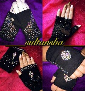 Перчатки митенки черные со стразами