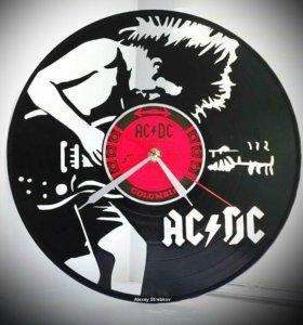 AC DC часы из пластинки