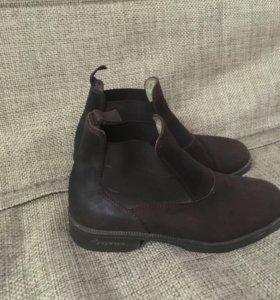 Ботинки и бриджи для конного спорта