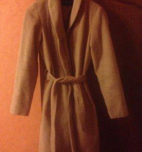 Пальто,очень красивое,беж цвет,ткань мелкий ворс