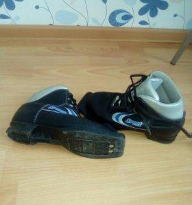 Ботинки лыжные 35 размер