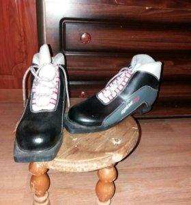 Лыжные ботинки 39р новые