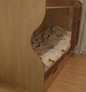 Двух ярасная кроватъ