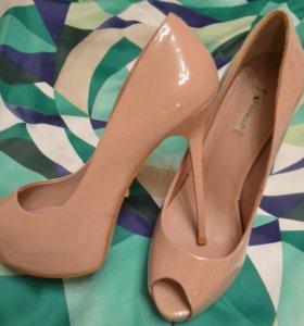 Туфли vitacci бежевые лаковые кожа