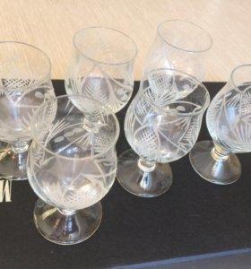 Стеклянные бокалы и рюмки