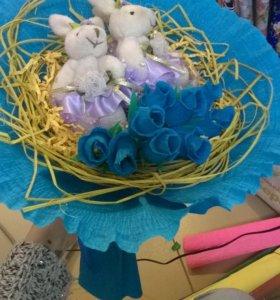 Букет с конфетами и игрушками