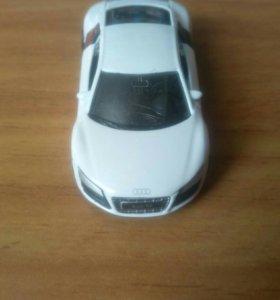 Продаю машинку Audi R8 V10