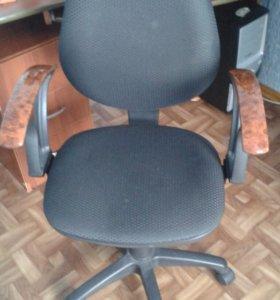 Компьютерный стол + компьтерное кресло