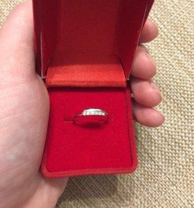 Кольцо из белого золота !