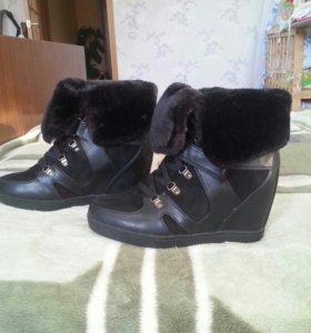 Продам ботиночки (сникерсы)