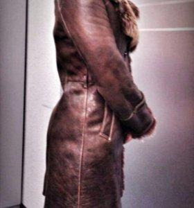 Зимнее кожаное пальто на натуральном меху