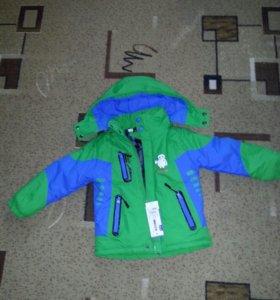 Куртка на холодную осень на 5-6 лет.