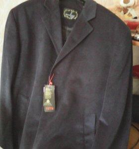 Мужское    пальто темно -синего цвета  из  .плотно